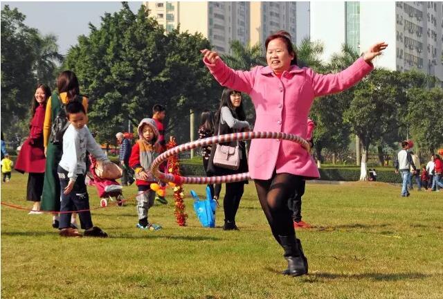 幼儿园呼啦圈与轮胎玩法图片